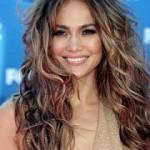 Прически для волнистых волос слоями