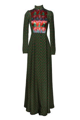 Алена Ахмадуллина предоставила новогоднюю коллекцию платьев
