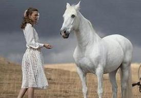 Карли Клосс пригласили для рекламы Mercedes-Benz.