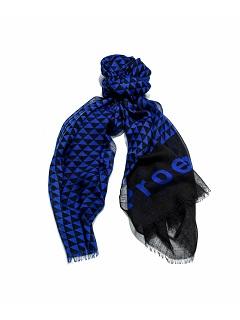 Выставлена первая коллекция шарфов
