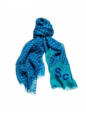 Выставлена первая коллекция шарфов.