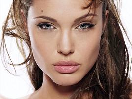 Анджеліна Джолі стала найбагатшою актрисою в світі