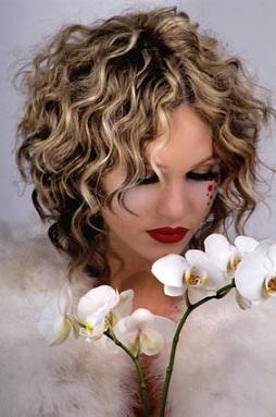 Весільні зачіски у цьому році на довге світле волосся фото