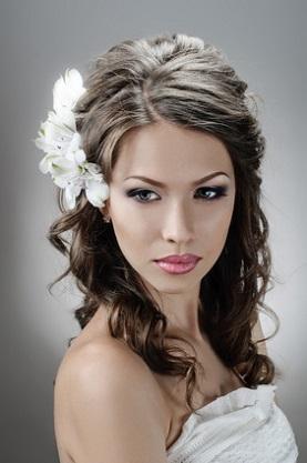 Весільні зачіски у цьому році на довге темне волосся фото