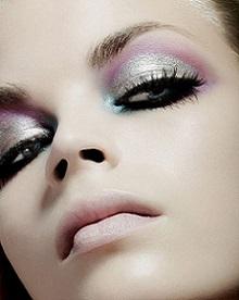 Яскравий макіяж від представників Високої моди