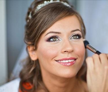 Весільний макіяж для світлих очей