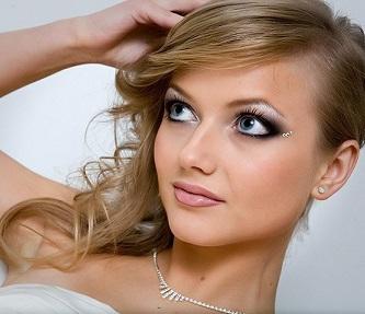 Весільний макіяж для блакитних очей