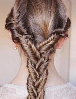 З плетінням це коса сплетена з
