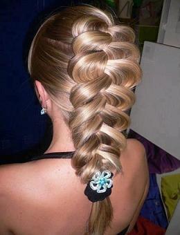 Гарна зачіска з плетінням дивимося фото