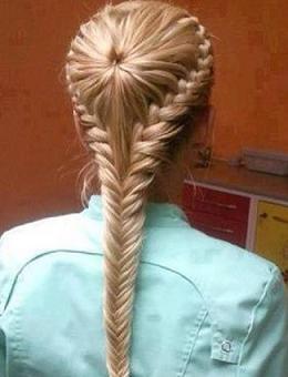 Гарна зачіска з плетінням дивимося яскраве фото