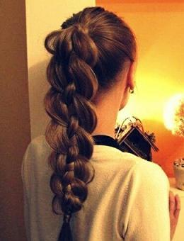 Зачіска з плетеною косою - фото