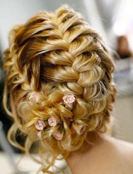 Зачіска з квітковим плетінням - фото
