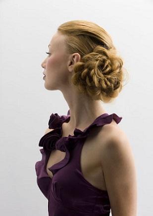 Вечірня зачіска для світлого волосся, фото