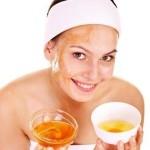 Рецепти масок для обличчя з яєчного жовтка і меду