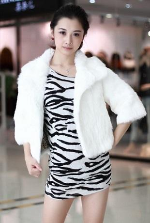 Зимовий стиль одежі в Новому році - це білий