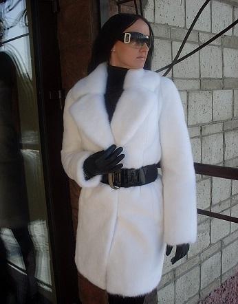 Чорно-білий стиль одежі на цю зиму в моді