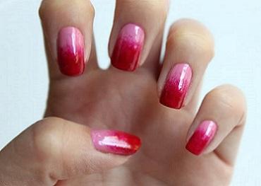 На фото нігті у стилі омбре - буде модний манікюр у наступному році