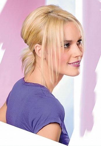 Модні жіночі стрижки для волосся середньої довжини на фтографії