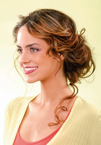 Жіночі стрижки для волосся середньої довжини на фото