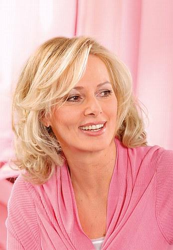 Фото - жіночі стрижки для волосся середньої довжини