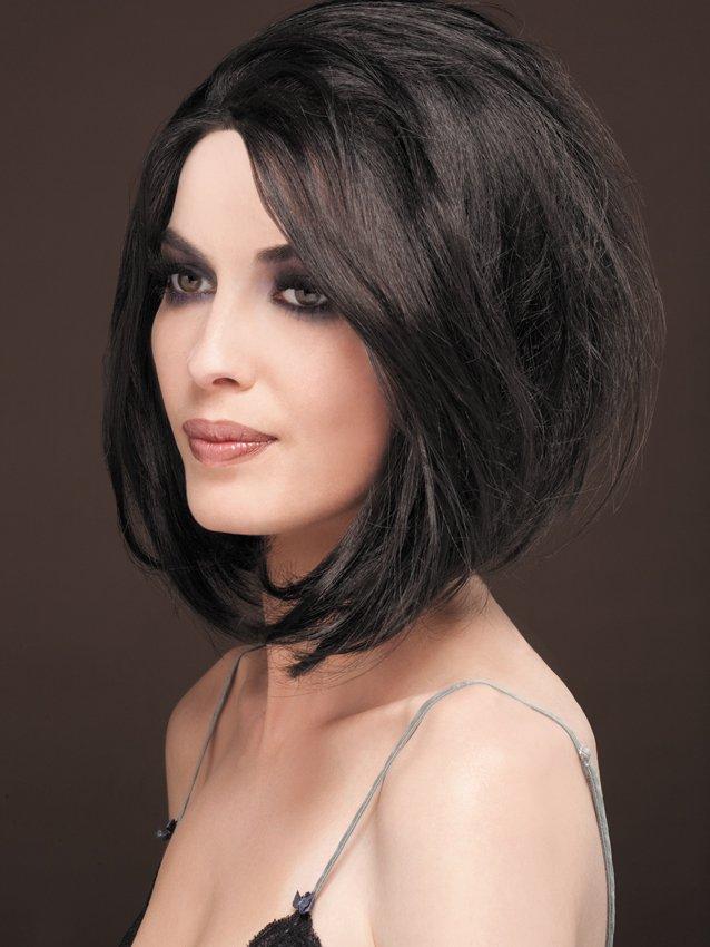 На фото стрижки для короткого волосся