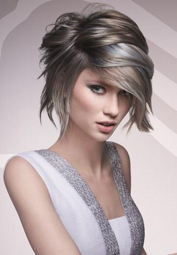 Молодіжні зачіски на кожен день з меліруванням - фото