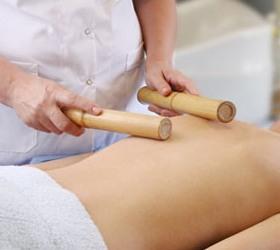 Креольський масаж бамбуковими палочками.