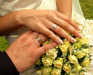 Обручка на якій руці носиться  dae84175f6aa4