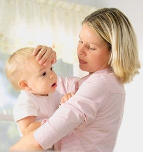 Як знижувати температуру у дітей різного віку, без ліків.