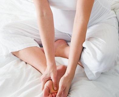 Як доцільніше боротися з судомами ніг?