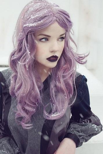 Ось такий вигляд має фіолетове волосся на фото.