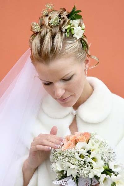 Весільні зачіски з фатою - фото