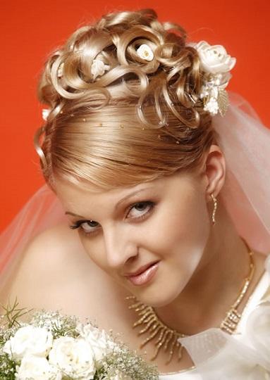 Весільні зачіски з фатою на фото самі красиві