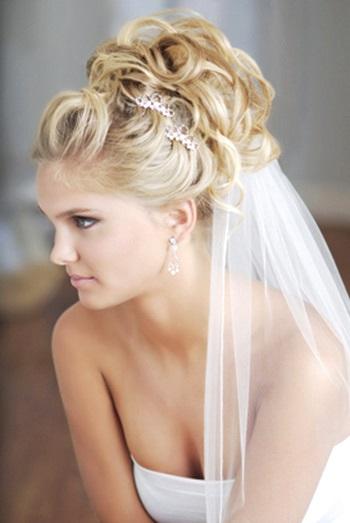 Весільні зачіски з фатою на багато фото