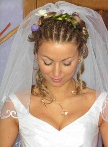 Весільні зачіски з фатою на фото