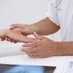 Як потрібно лікуватися коли терпнуть руки?
