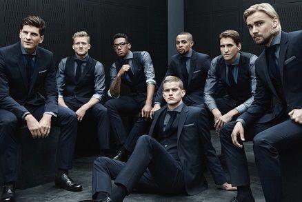 На фото футбольна збірна Німеччини в костюмах Hugo Boss
