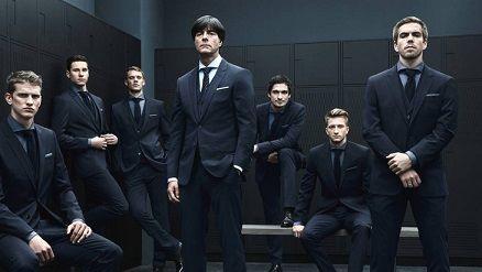 Збірна Німеччини із футболу в костюмах від Hugo Boss - фото