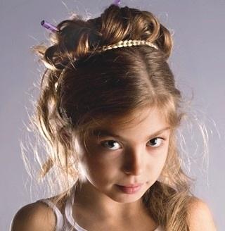 Зачіски для дівчат - підбірка фото на 9 років.