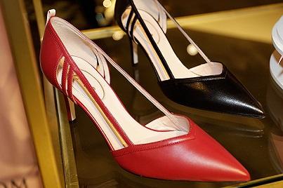 Взуття від Sarah Jessica Parker - друга колекція.