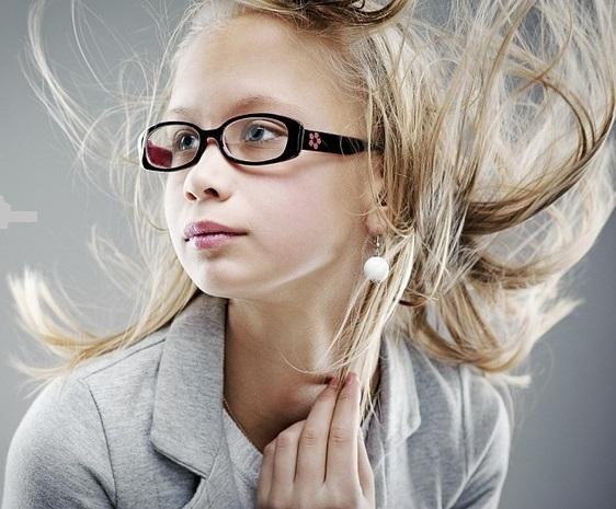 Зачіски дівчатам на фото.