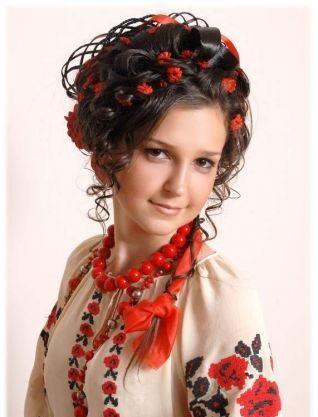 Красиві зачіски в українському стилі - фото