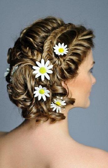Зачіски в українському стилі з ромашками - фото.