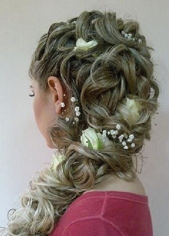 Красива зачіска в українському стилі - дивимося фото.