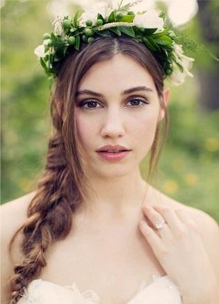 Зачіски в українському стилі - фото з обручем.