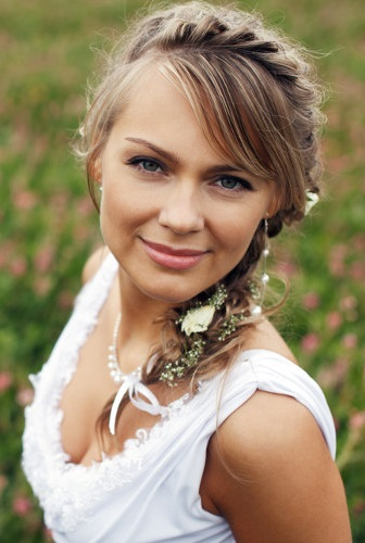 Зачіски в українському стилі - фото з косою навколо голови.