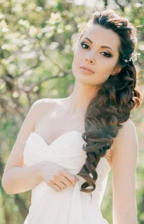 Зачіски в українському стилі - фото з довгою плетеною косою.