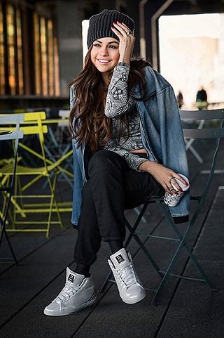 Селена Марі Гомес в колекції спортивного одягу Adidas.