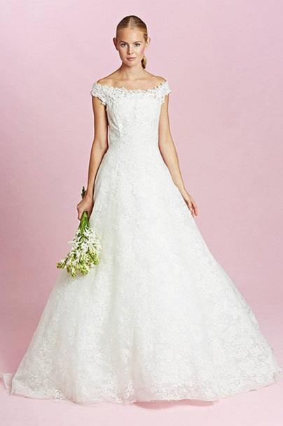 На фото нова сукня для весілля.