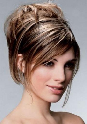 Середня довжина волосся і зачіска для неї - фото.
